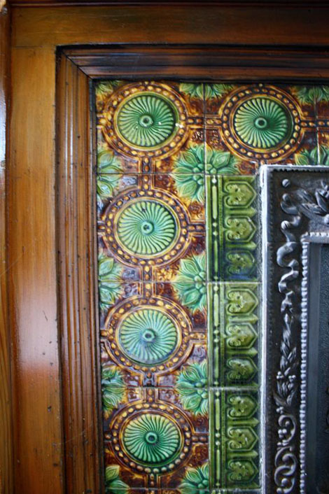 The majolica tiles were designed to make an overall, continuous pattern, clearly seen in the picture below, showing the hearth.